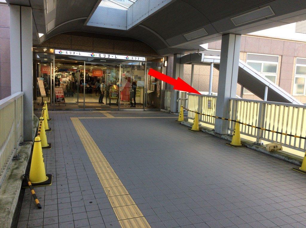 駅ビルのルシオーレの入り口